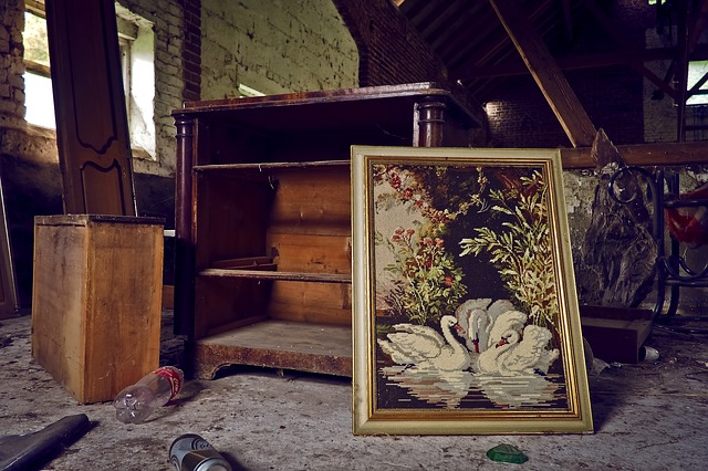 …or wrap it up with the foil of your choice put small, decorative elements in a box, to separate them from the bigger pieces of the furniture you need to be extra careful with antiques – study the furniture body and structure to find the weakest elements and spots that need extra protection https://clicktrans.com/blog/how-to-safely-transport-a-chest-of-drawers/ |